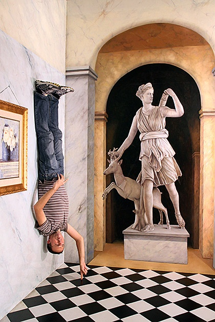 The 15 Most Funny Pics From Museum of Optical Illusions!