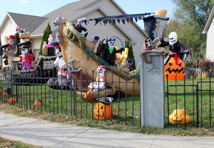 The Pirate House The 13 Best Halloween Houses Decorations
