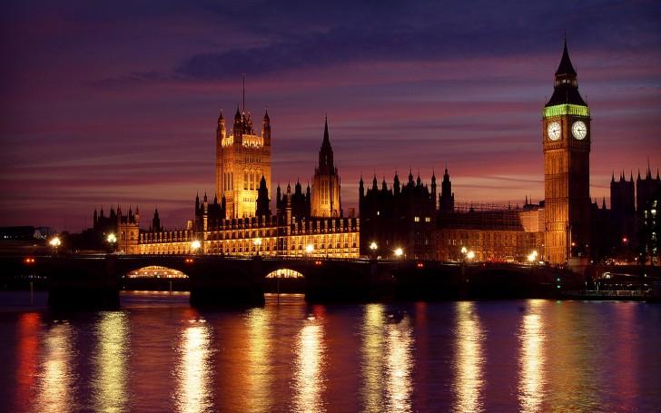 10 Amazing Pics of European Cities at Night!
