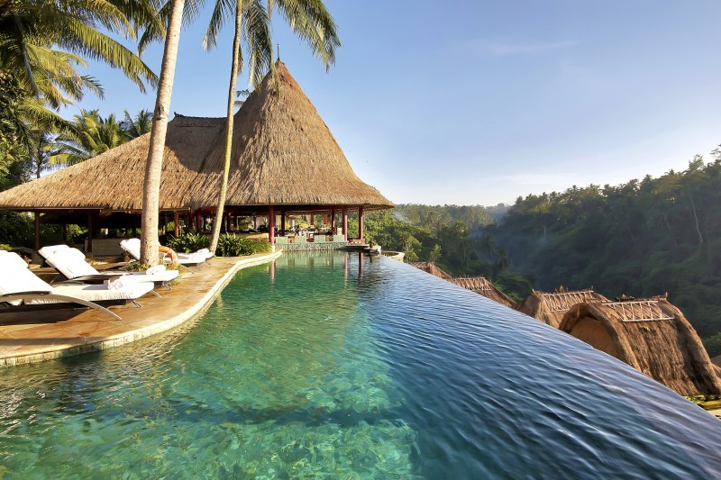 Review: 10 Incredible Hotels by the Sea Anyone Can Visit!