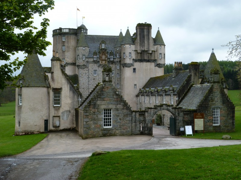 15 Haunted Castles Too Dreadful To Handle!